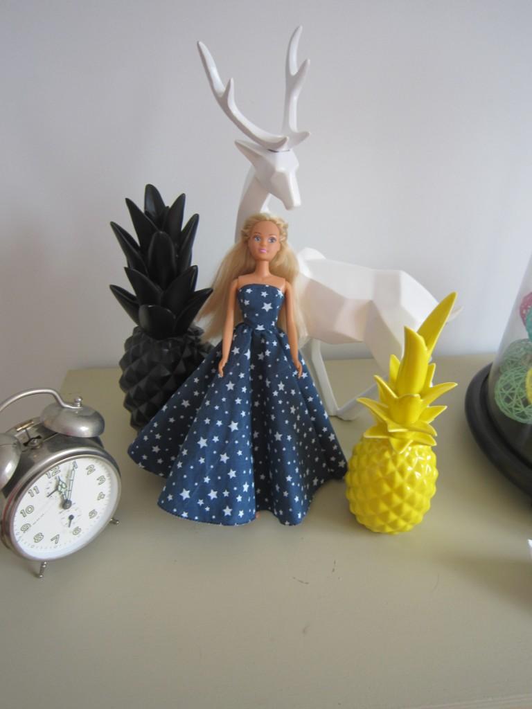 robe-iknaai-barbie-bleue-etoiles