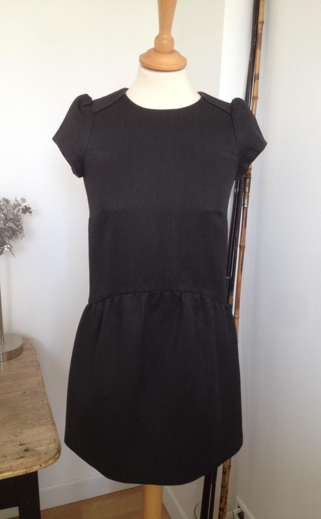 robe-noire-iknaai-mancherons